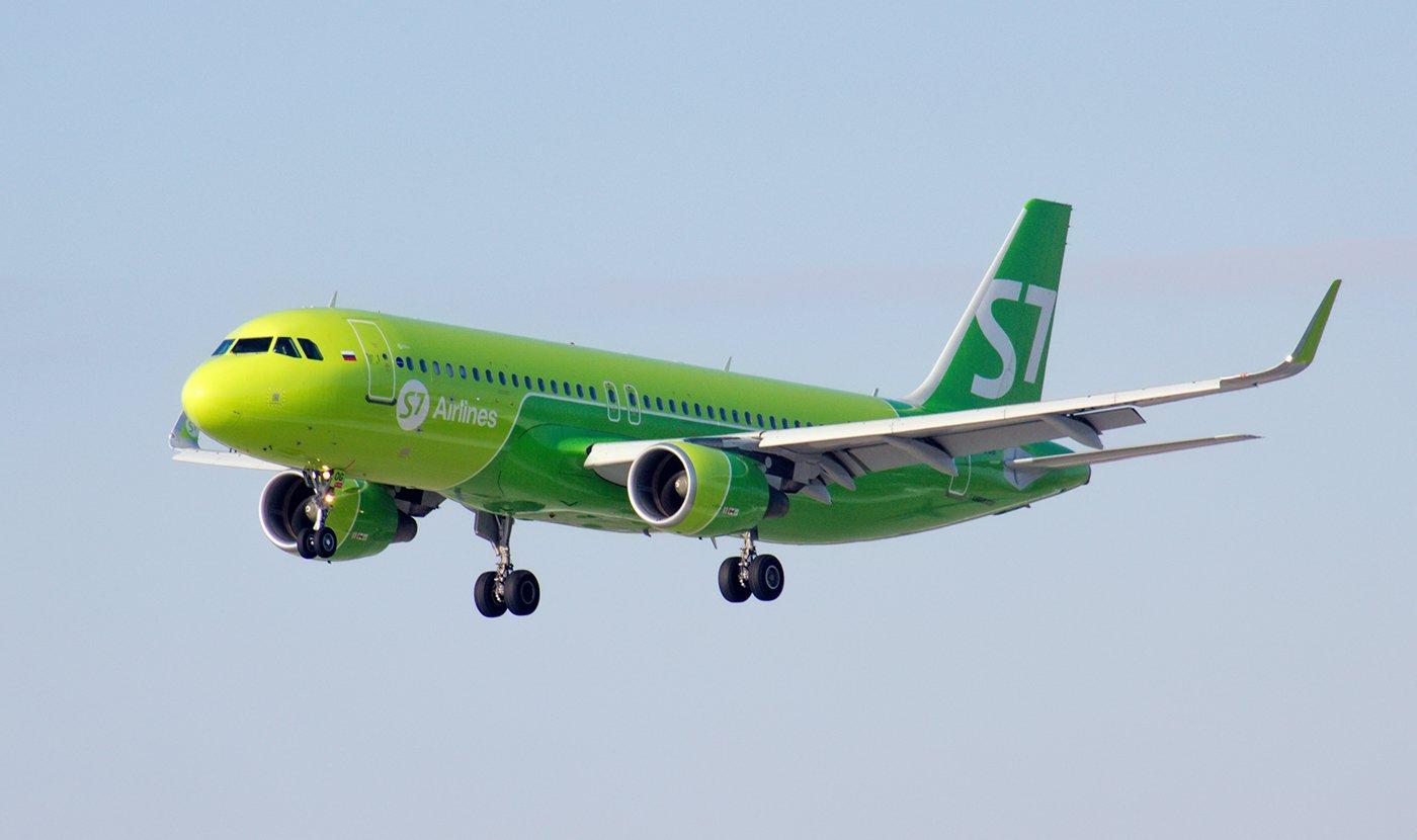 Airbus A320 VP-BOG авиакомпании S7 Airlines заходит на посадку в аэропорт Иркутск