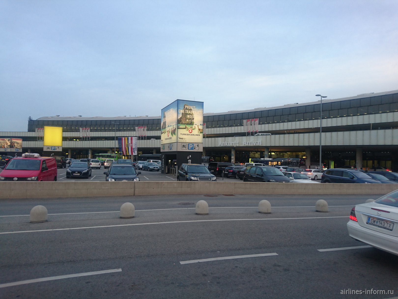 Привокзальная площадь аэропорта Вена Швехат