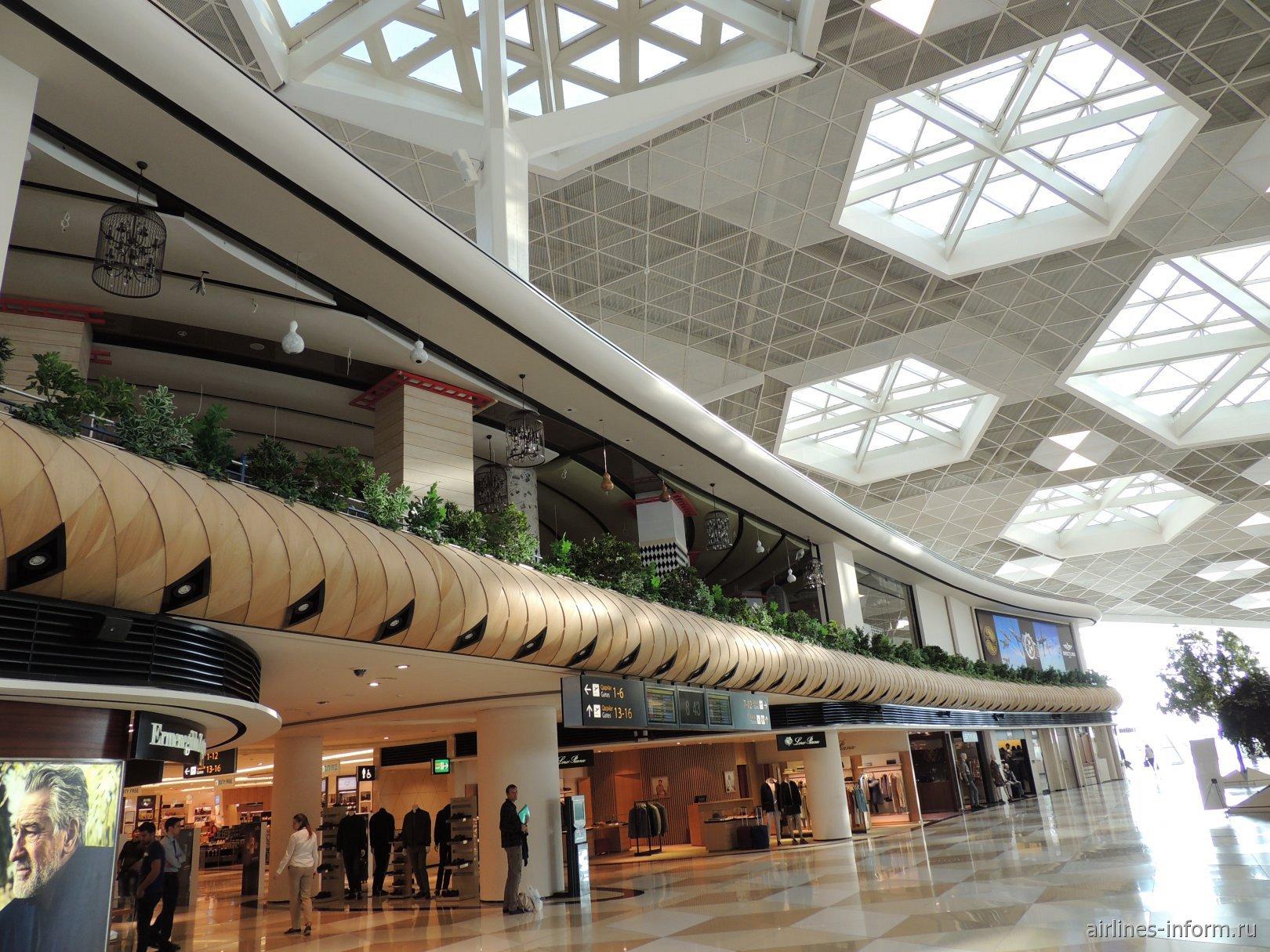 В чистой зоне терминала 1 аэропорта Баку имени Гейдара Алиева