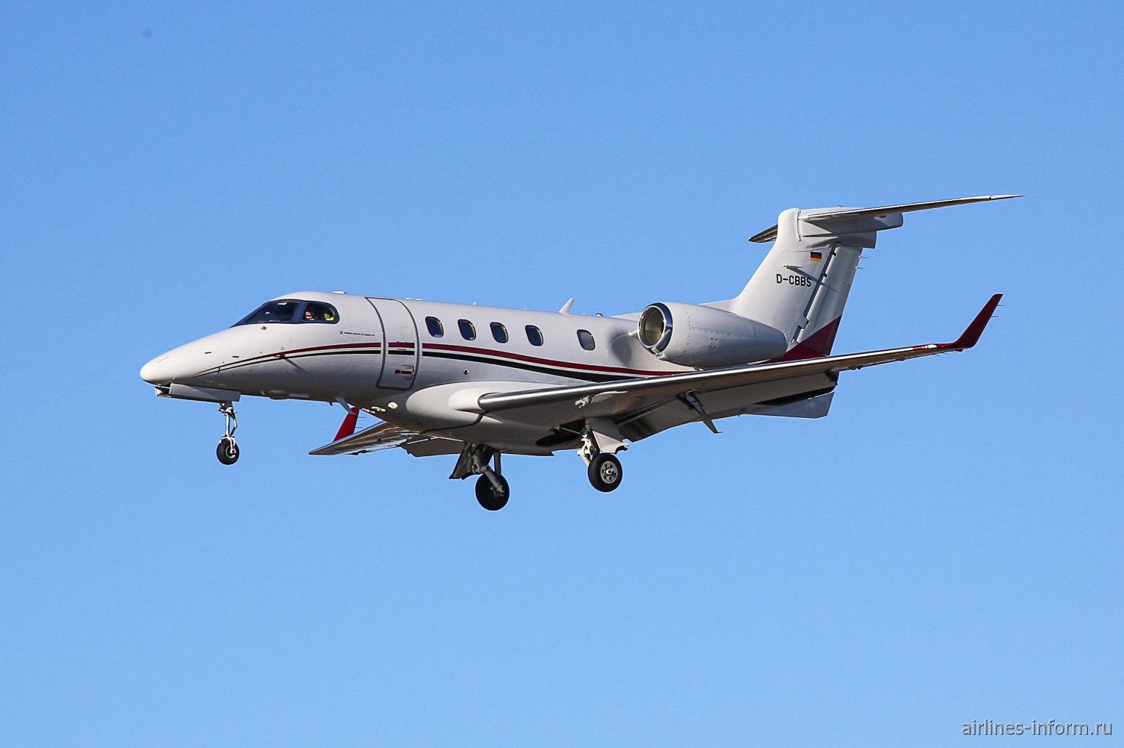 Бизнес-джет Embraer Phenom 300 с бортовым номером D-CBBS