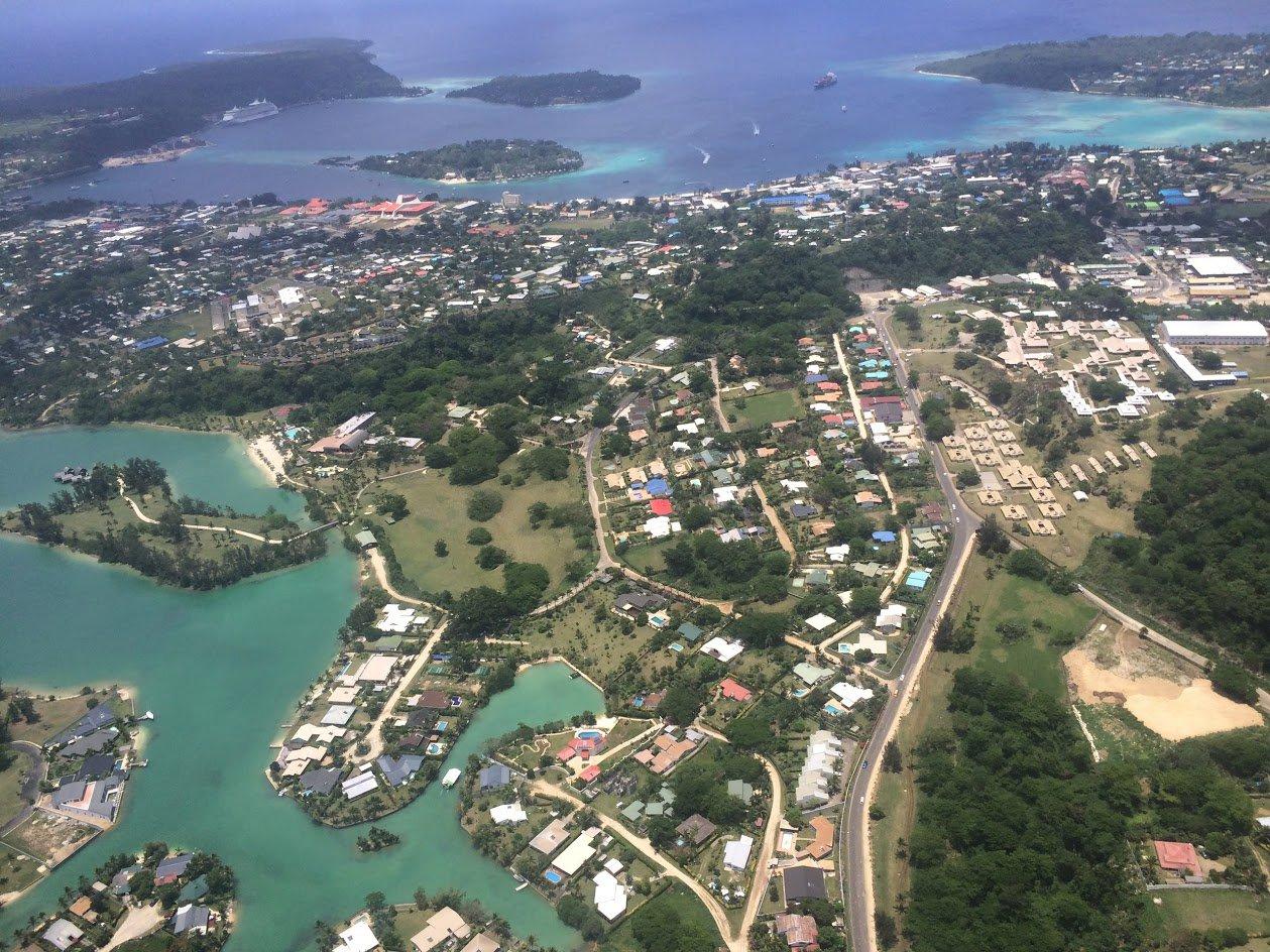 Вид при взлете на столицу Вануату город Порт-Вила