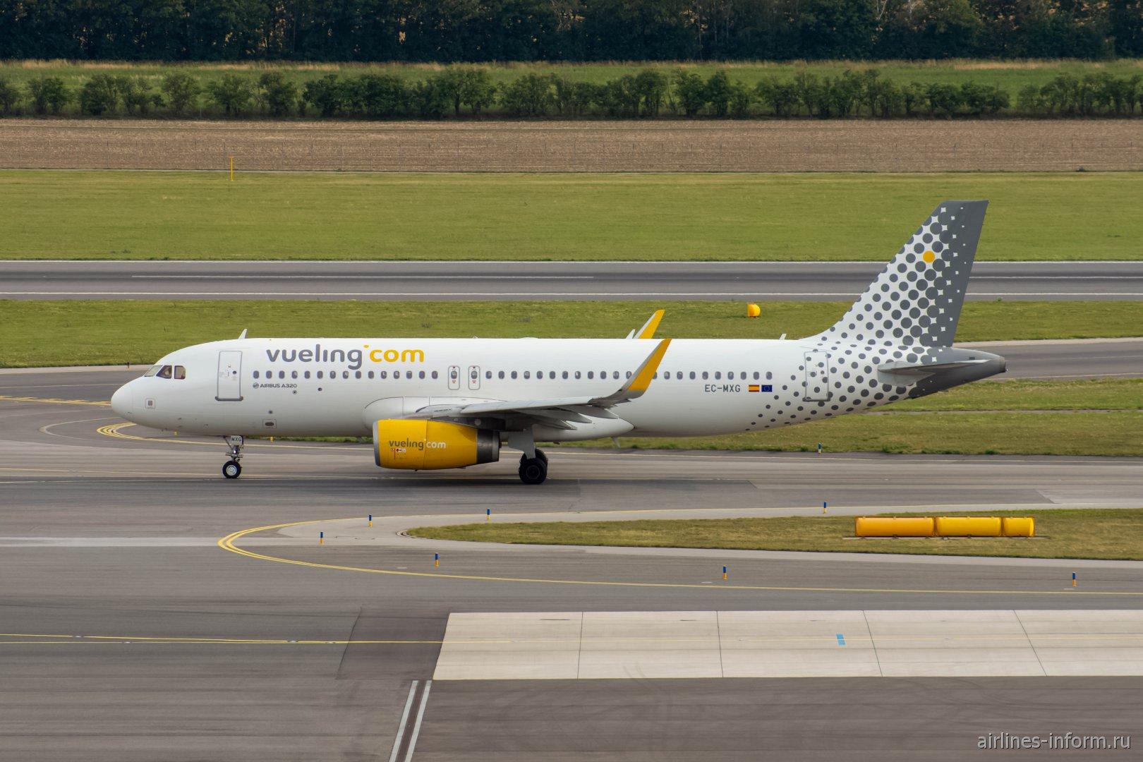 Airbus A320 EC-MXG авиакомпании Vueling в аэропорту Вена Швехат