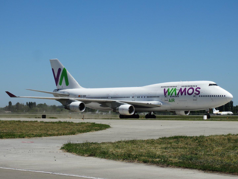 Самолет Боинг-747-400 авиакомпании Wamos Air в аэропорту Борисполь