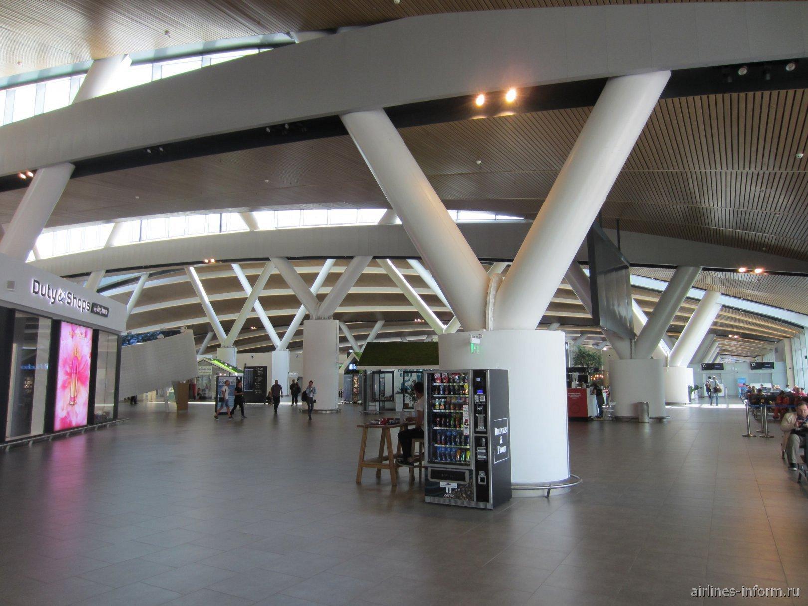 В стерильной зоне аэропорта Ростов-на-Дону Платов