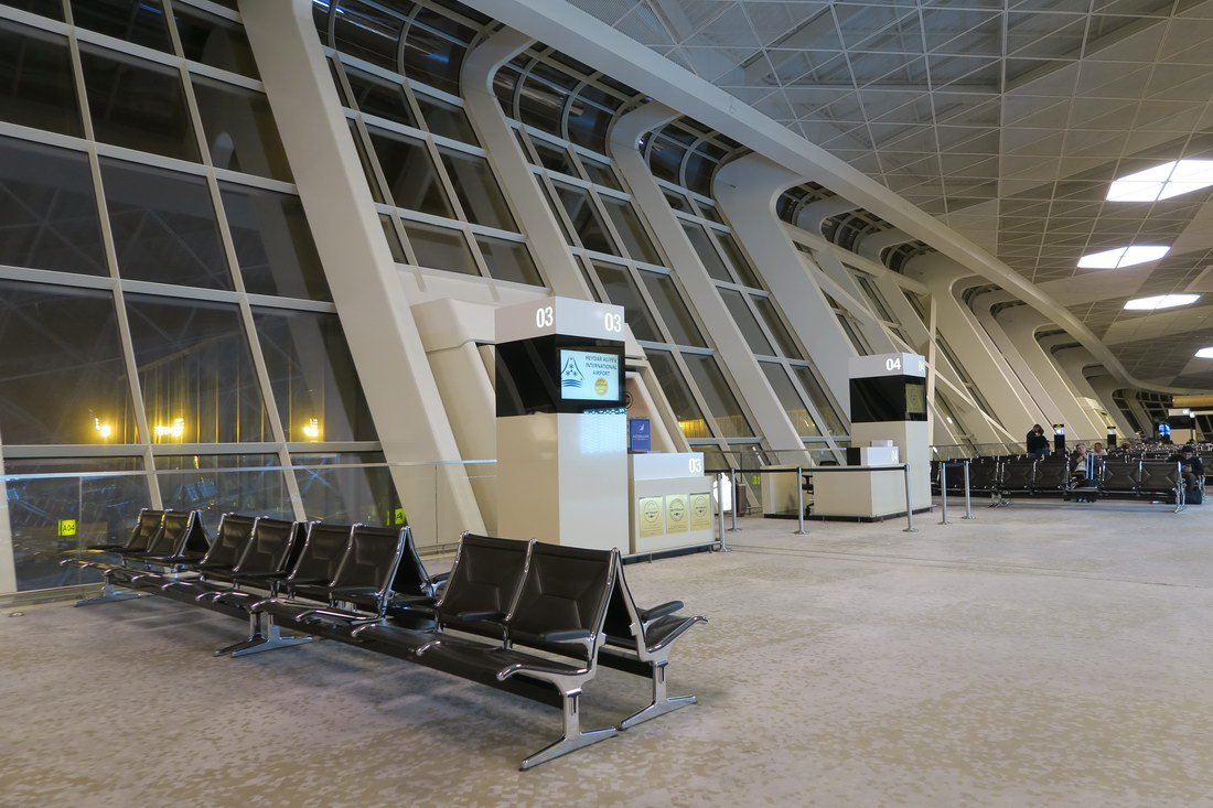 Выход на посадку в терминале 1 аэропорта Баку Гейдар Алиев