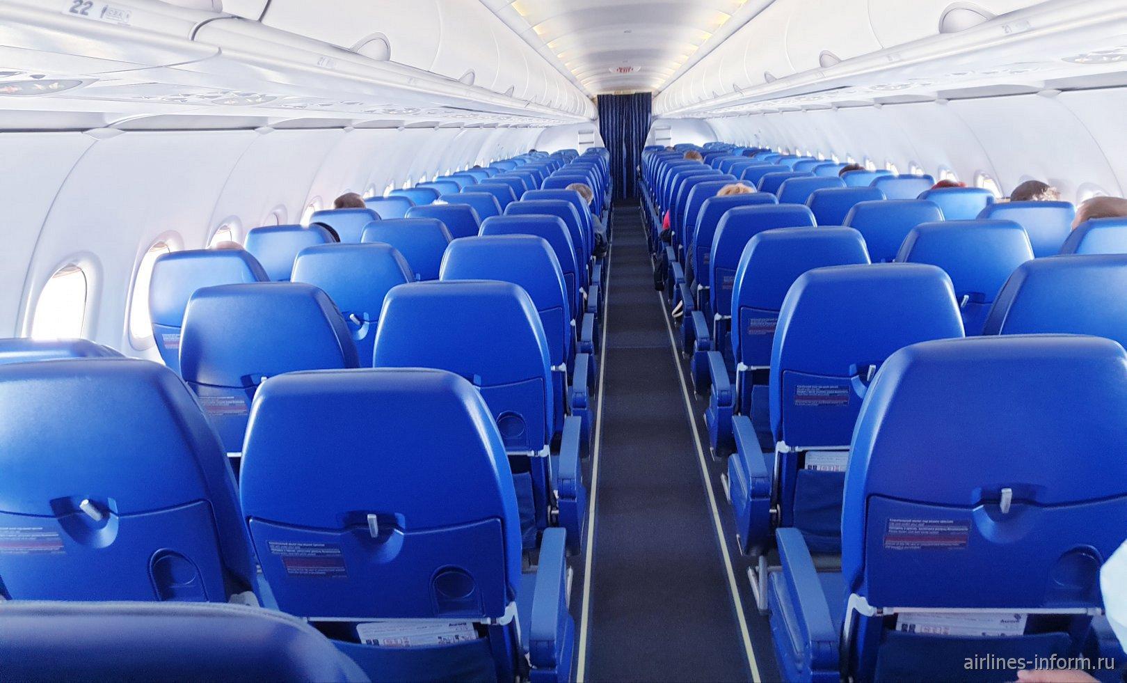 Пассажирский салон самолета Airbus A319 авиакомпании