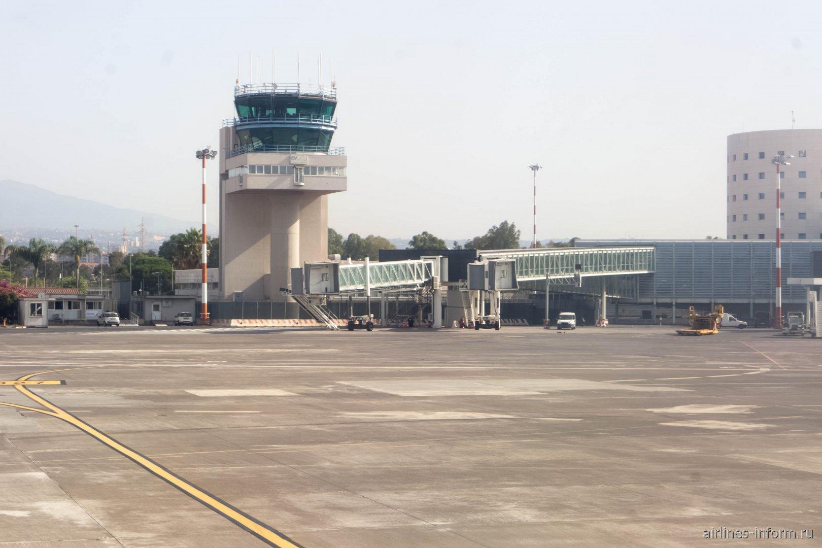 Диспетчерская башня аэропорта Катания-Фонтанаросса