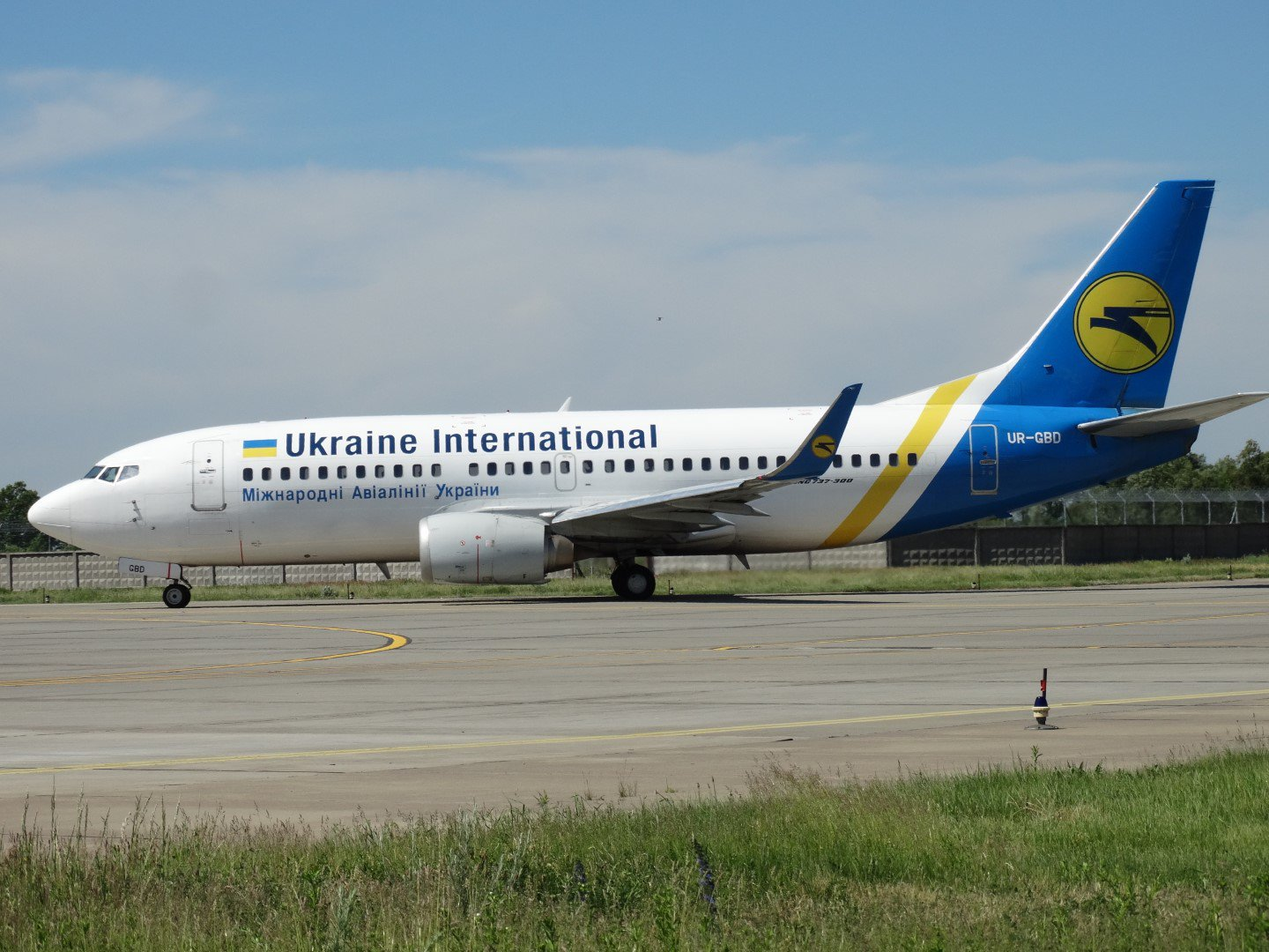 Boeing 737-300 UR-GBD Ukraine International Airlines в аэропорту Борисполь