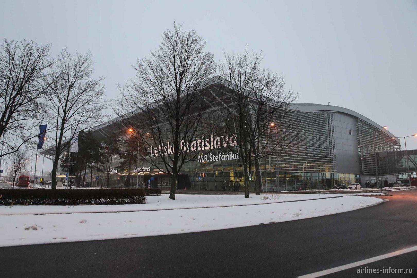 Аэровокзал аэропорта Братислава имени Мирослава Штефаника