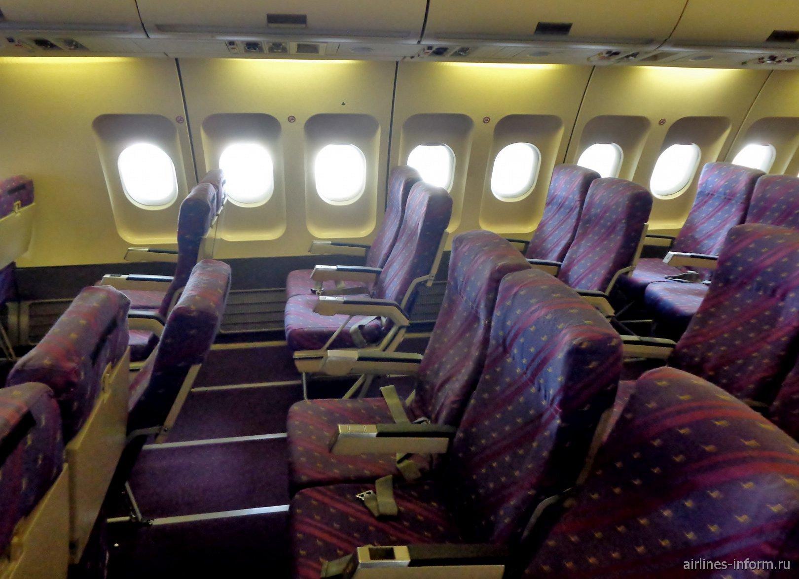 Пассажирский салон в самолета Airbus A300B