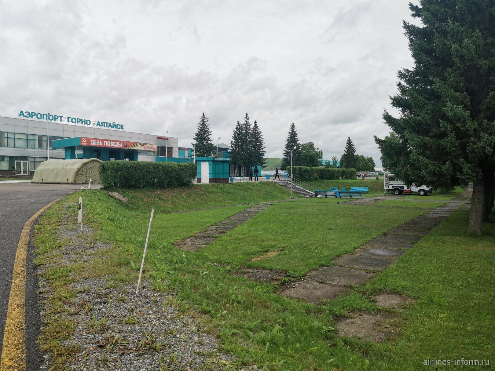 Привокзальная площадь аэропорта Горно-Алтайск