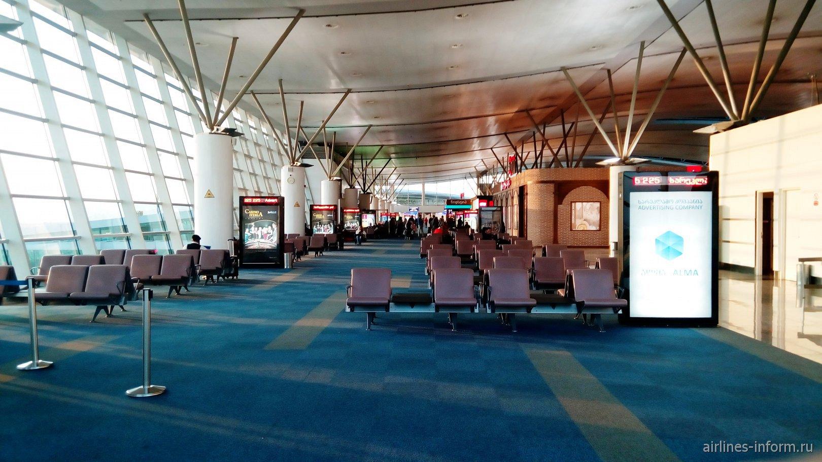 Залы ожидания в чистой зоне аэропорта Тбилиси