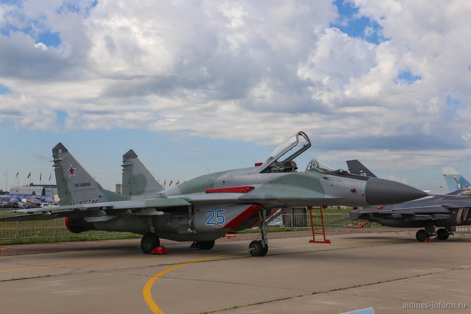 Истребитель МиГ-29СМТ на авиасалоне МАКС-2017