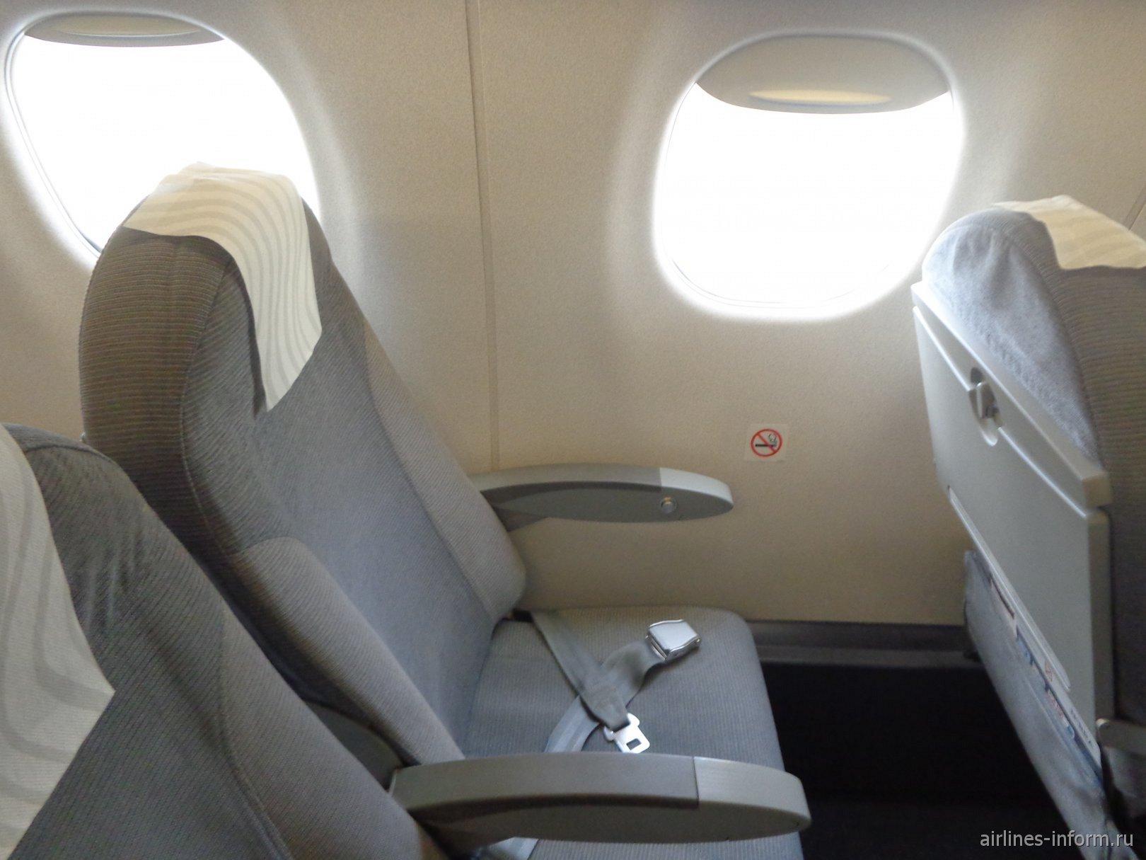 Пассажирское кресло в самолете Embraer 190 авиакомпании Finnair