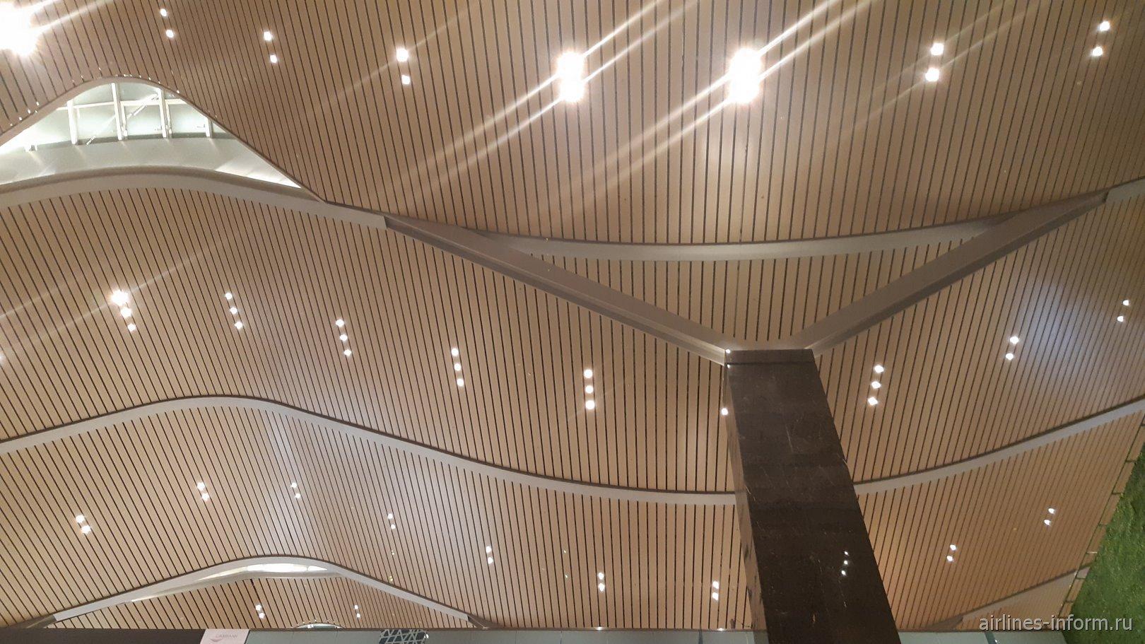 Потолок в новом пассажирском терминале аэропорта Камрань
