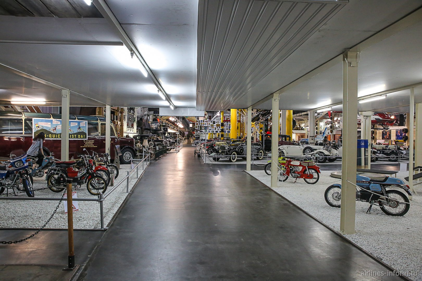 Мотоциклы в павильоне 2 музея техники в Зинсхайме