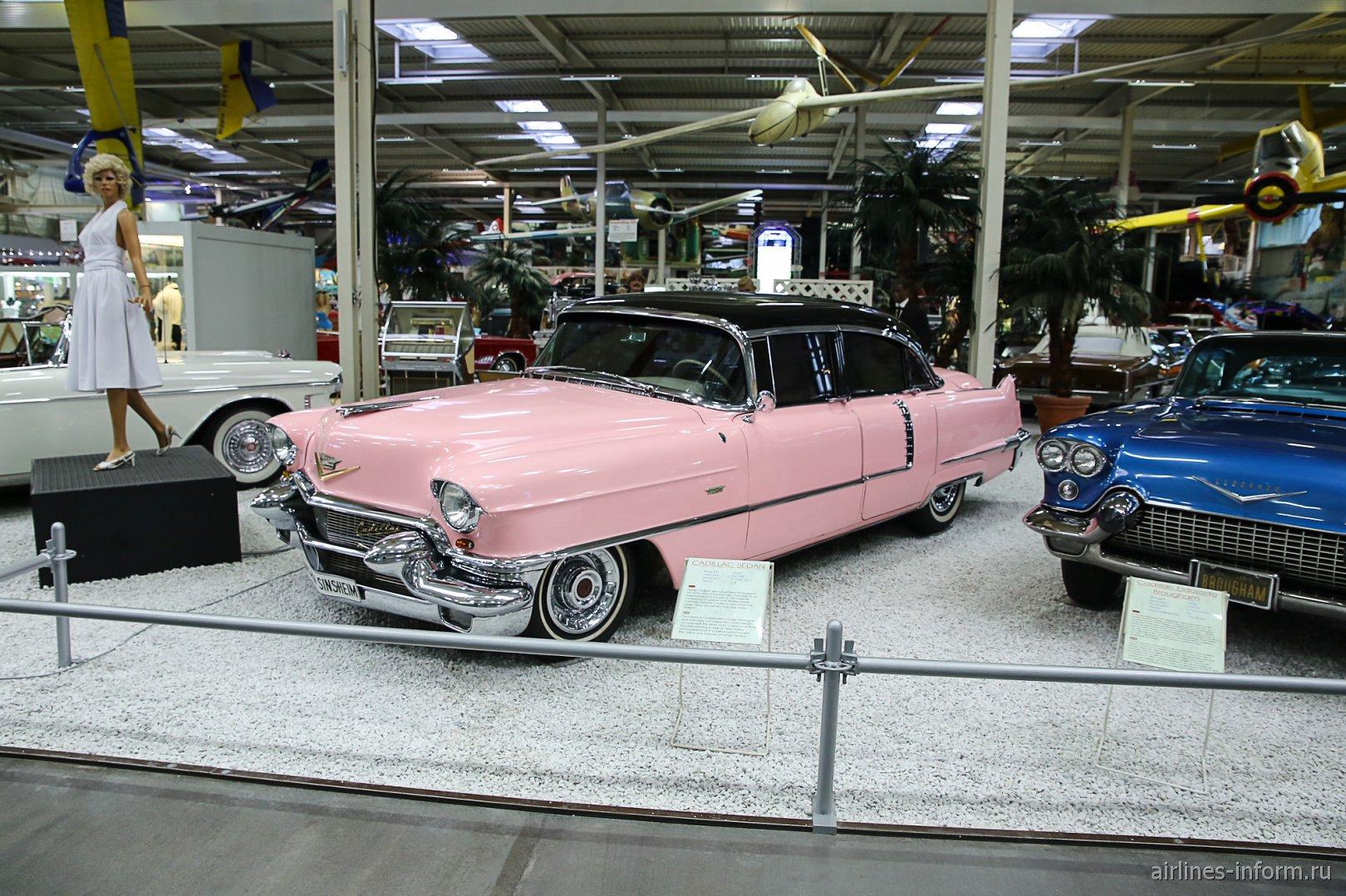 Розовый Кадиллак в музее техники в Зинсхайме