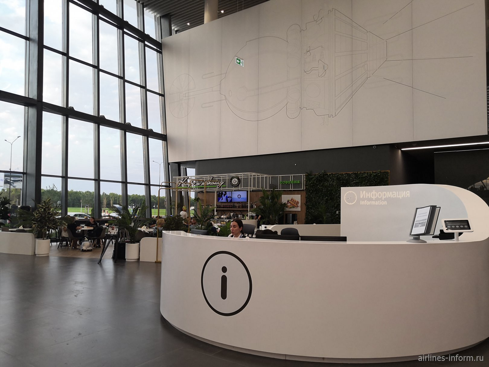 Информационная стойка в аэропорту Гагарин в Саратове