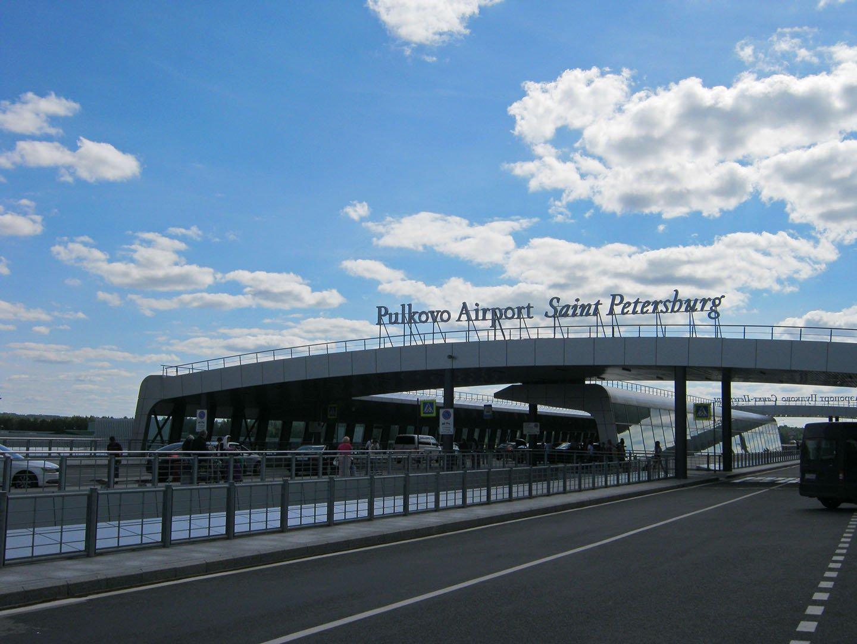 Эстакада у входа в терминал аэропорта Пулково