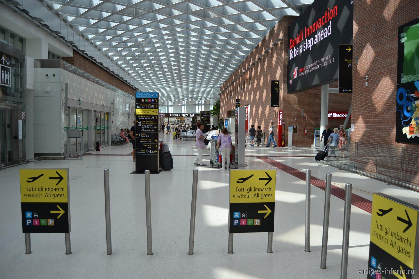 В пассажирском терминале аэропорта Венеция Марко Поло