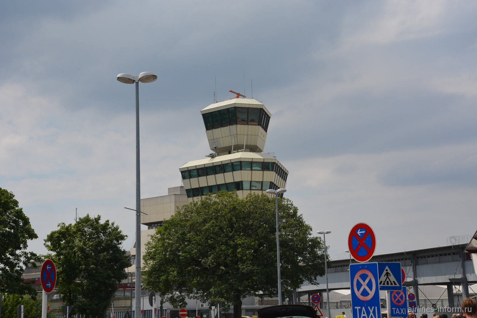 Диспетчерская башня аэропорта Берлин Тегель