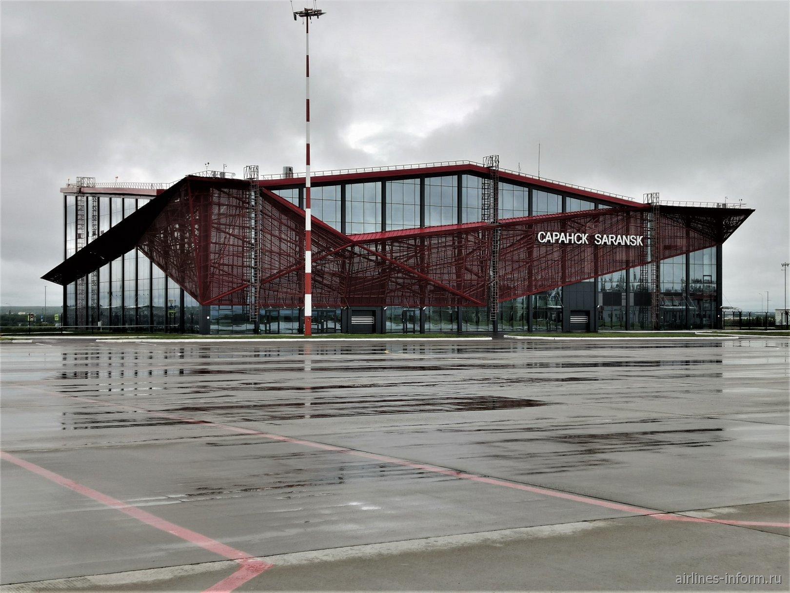 Вид с перрона на пассажирский терминал А аэропорта Саранск
