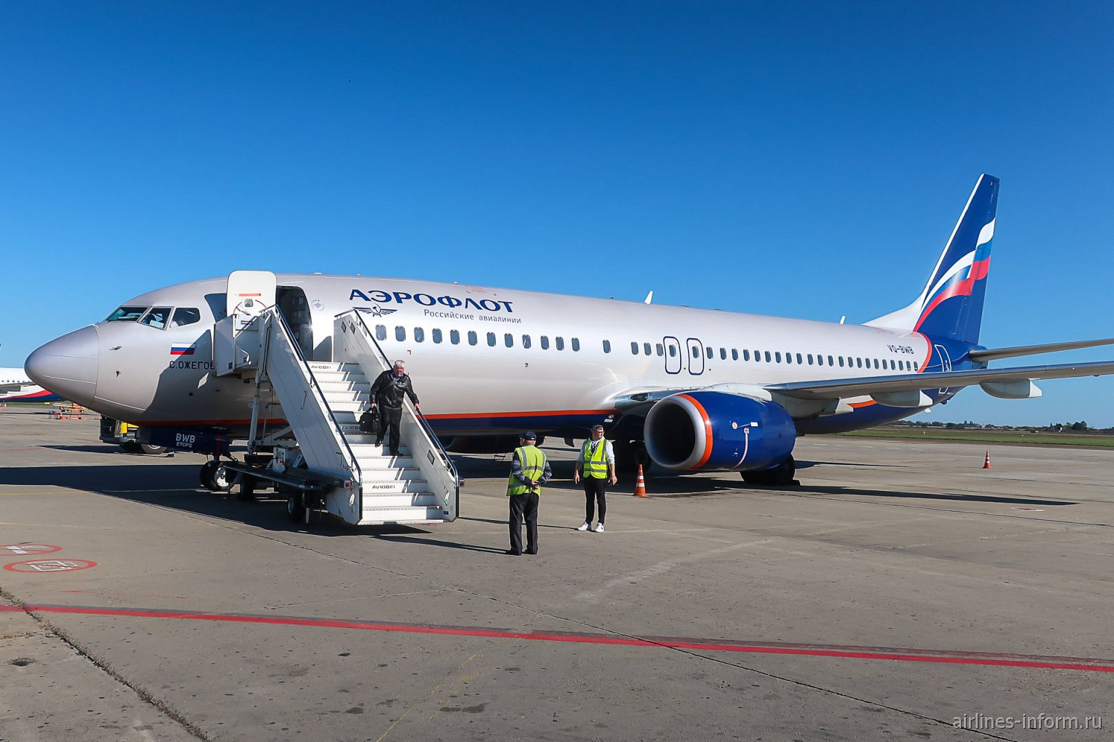 Самолет Боинг-737-800 Аэрофлота в аэропорту Краснодара
