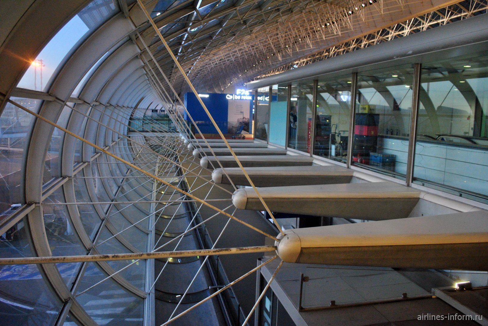 Оригинальные окна конкорса 2F аэропорта Париж Шарль-де-Голль