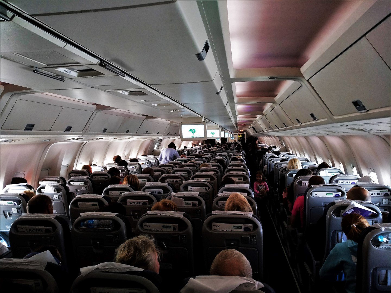 Пассажирский салон Боинга-767-300 авиакомпании Azur Air Germany
