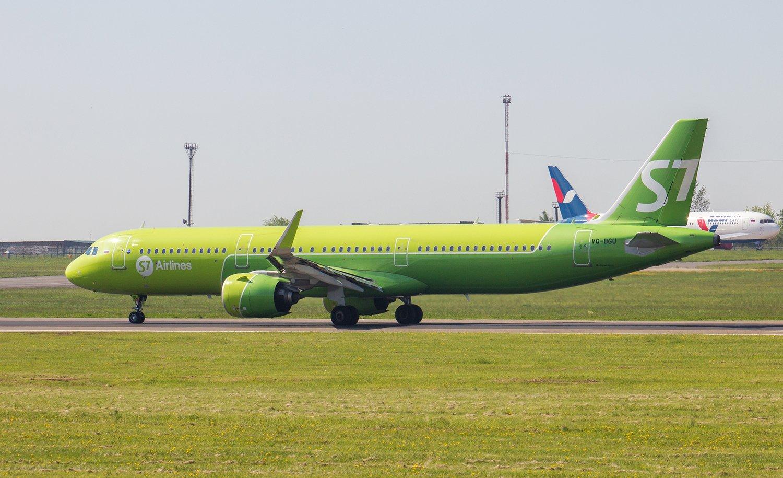 Авиалайнер Airbus A321neo VQ-BGU авиакомпании S7 Airlines в аэропорту Иркутска