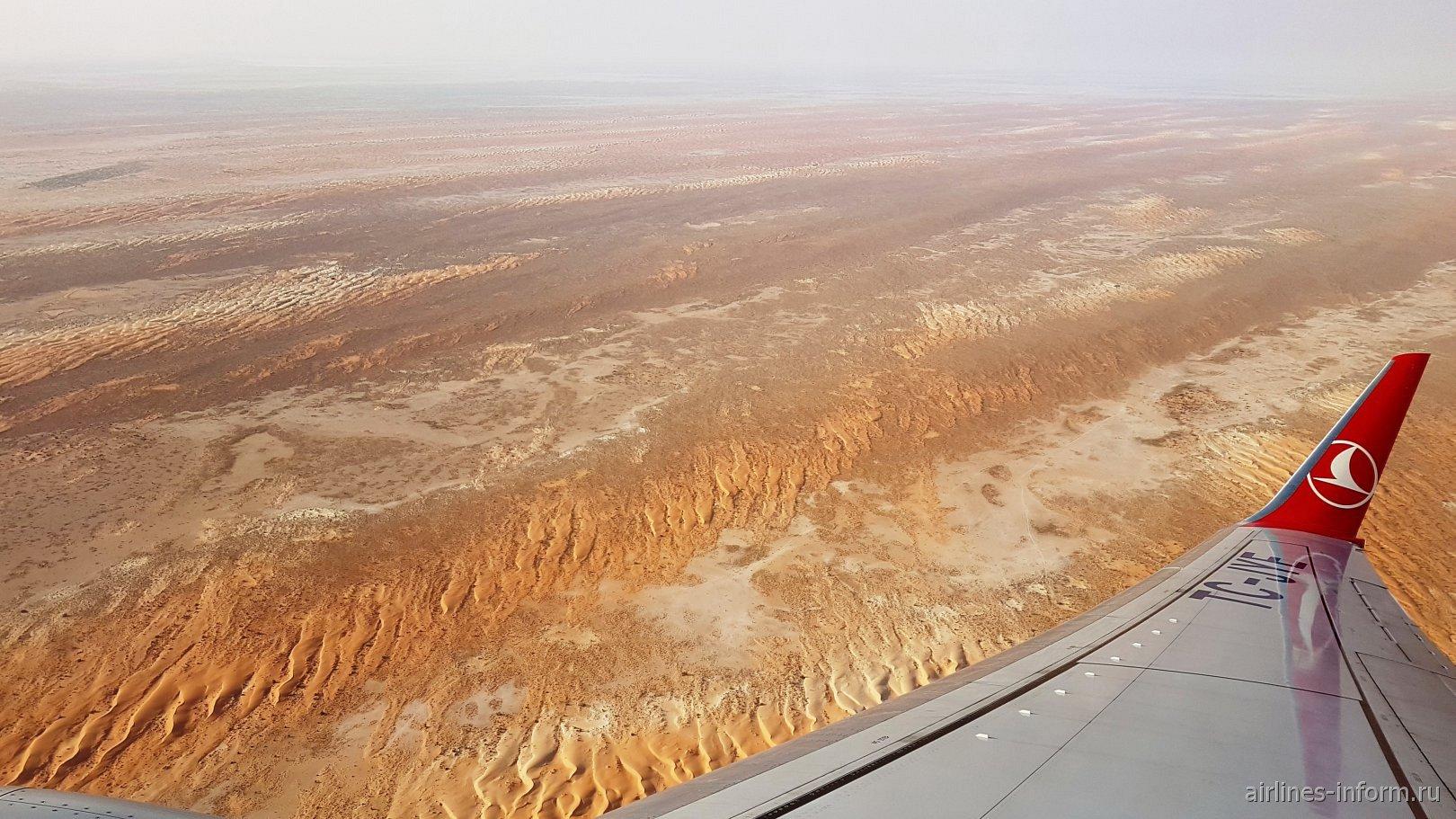 Пустыня в Мавритании перед посадкой в аэропорт Нуакшота