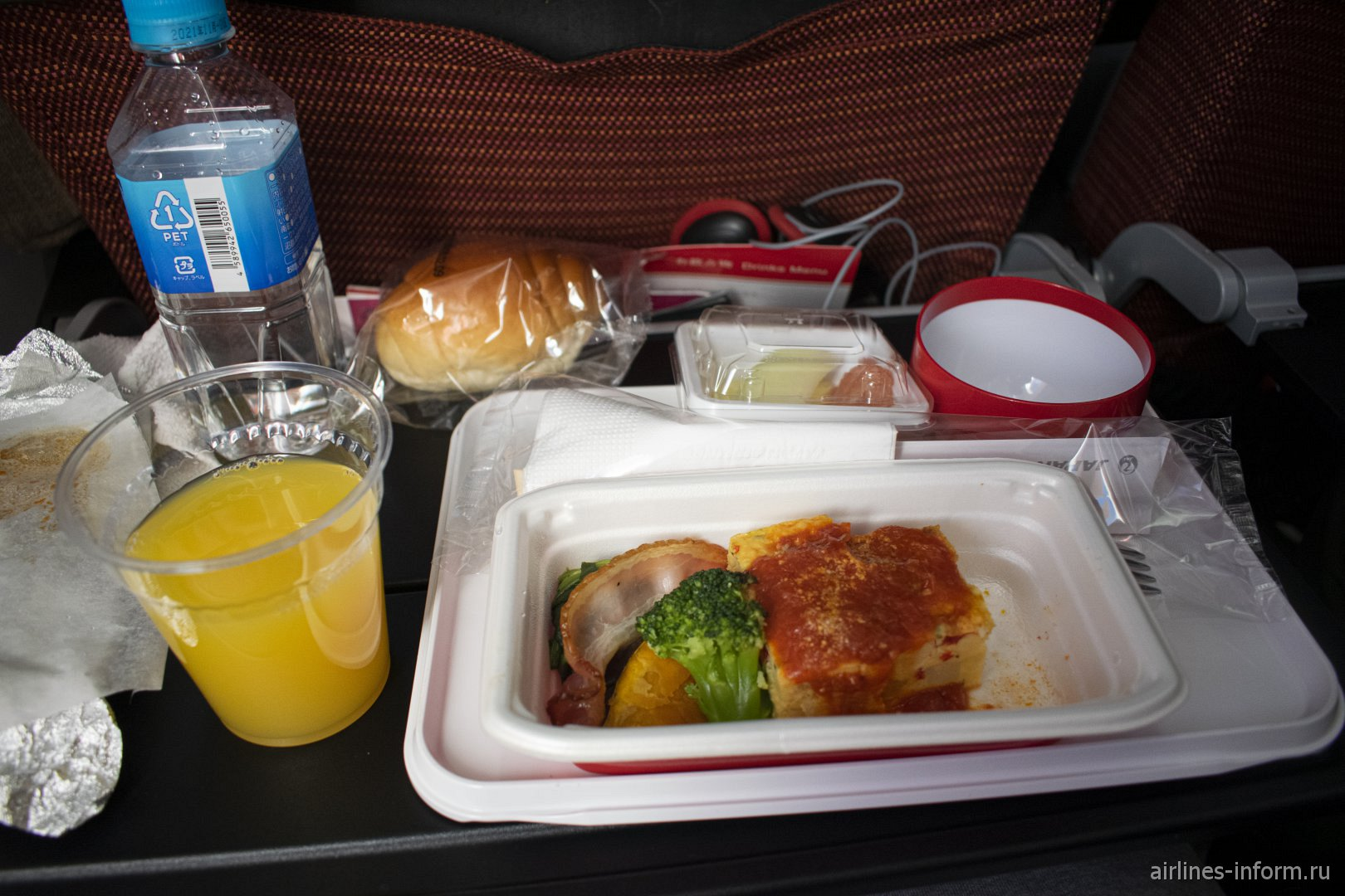 Ужин на рейсе Токио-Москва японской авиакомпании JAL