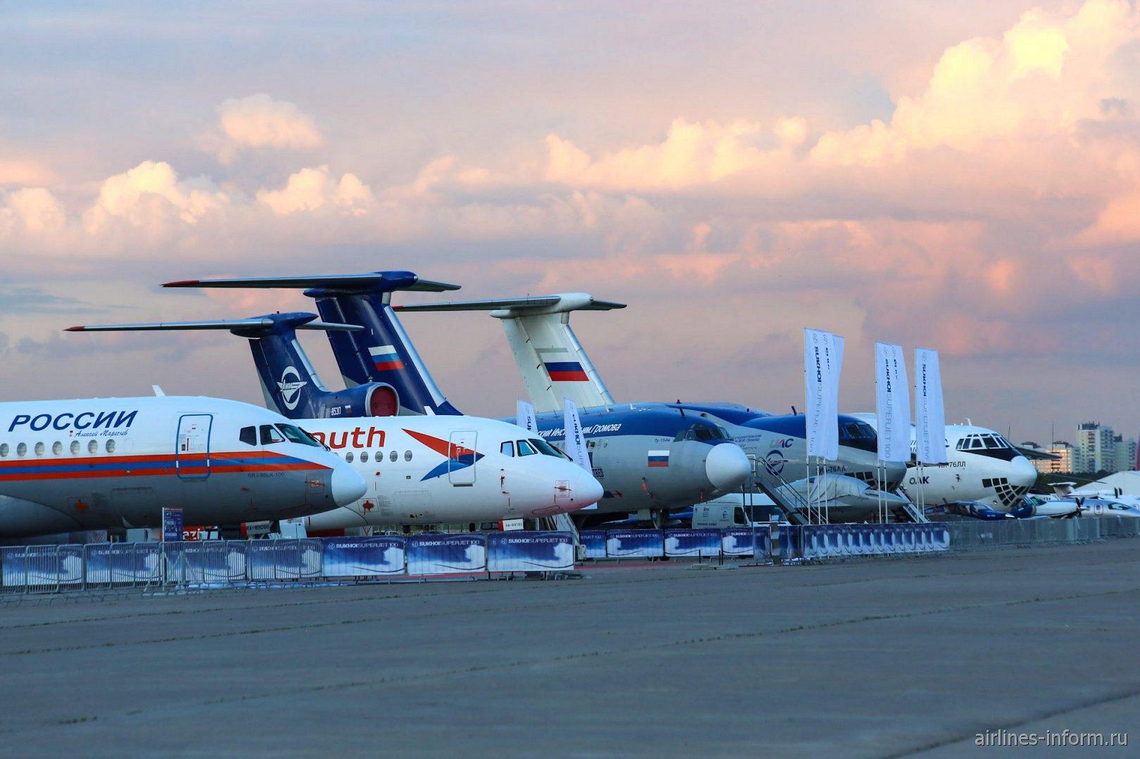 Самолеты на стоянке авиасалона МАКС-2017