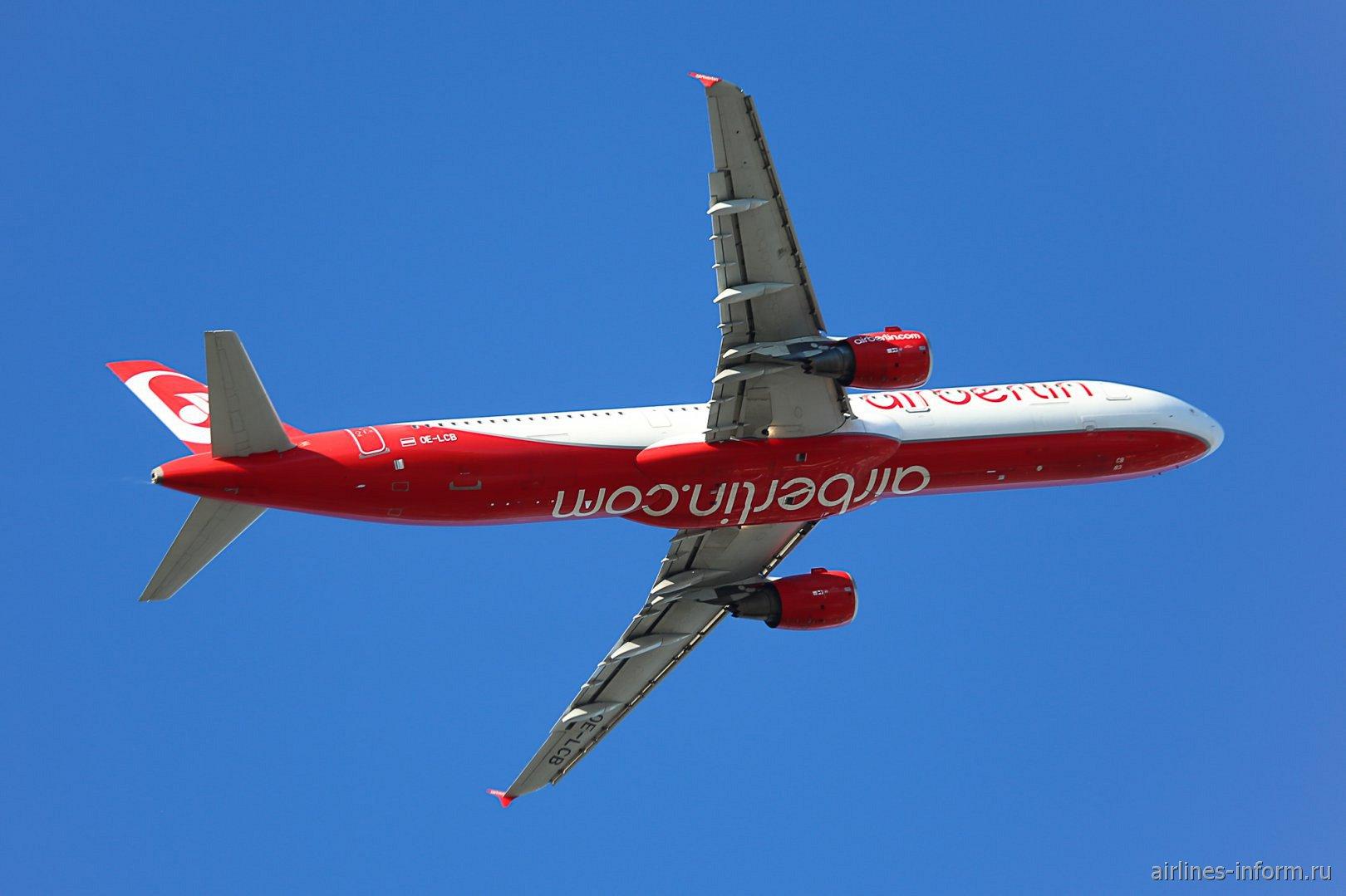 Взлет самолета Airbus A321 OE-LCB в аэропорту Зальцбурга