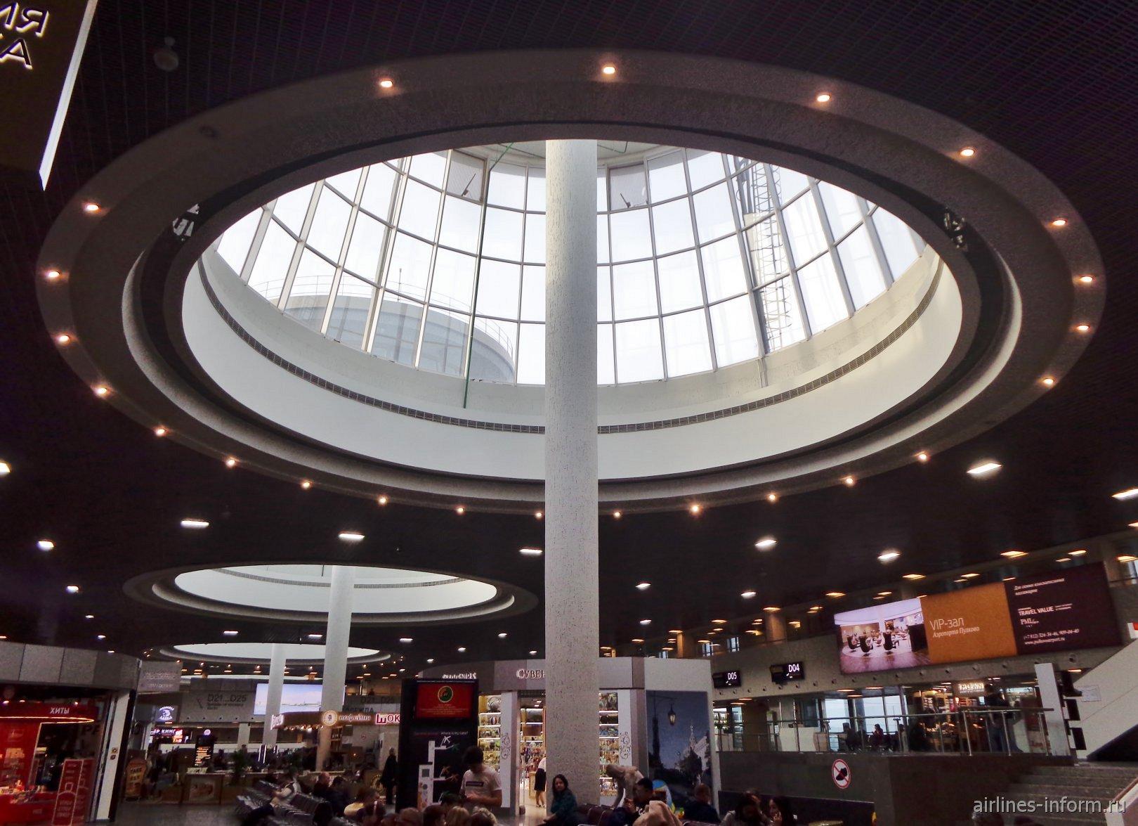 Потолок в секторе отправления внутренних рейсов аэропорта Пулково