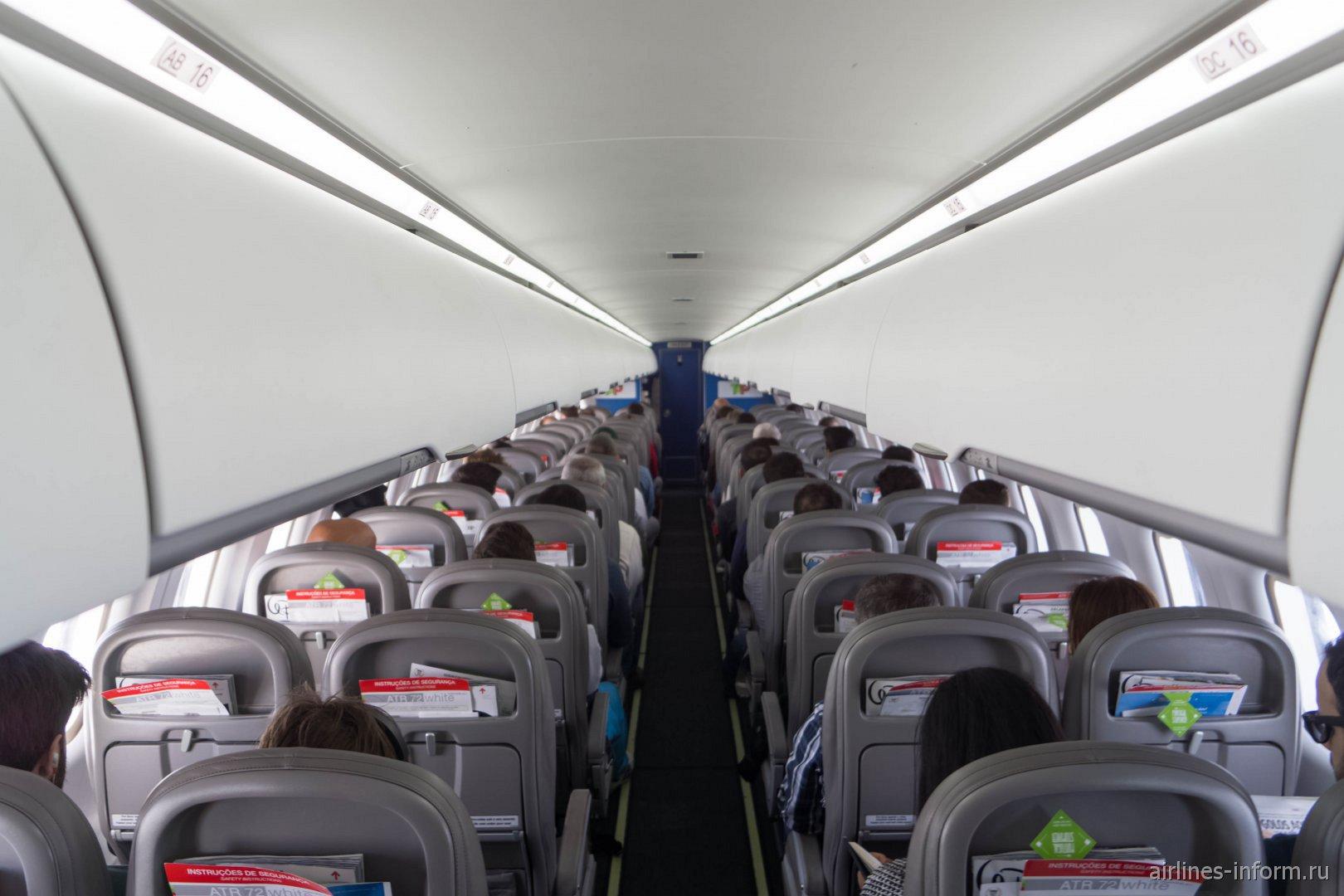 Пассажирский салон самолета ATR 72 авиакомпании White Airways