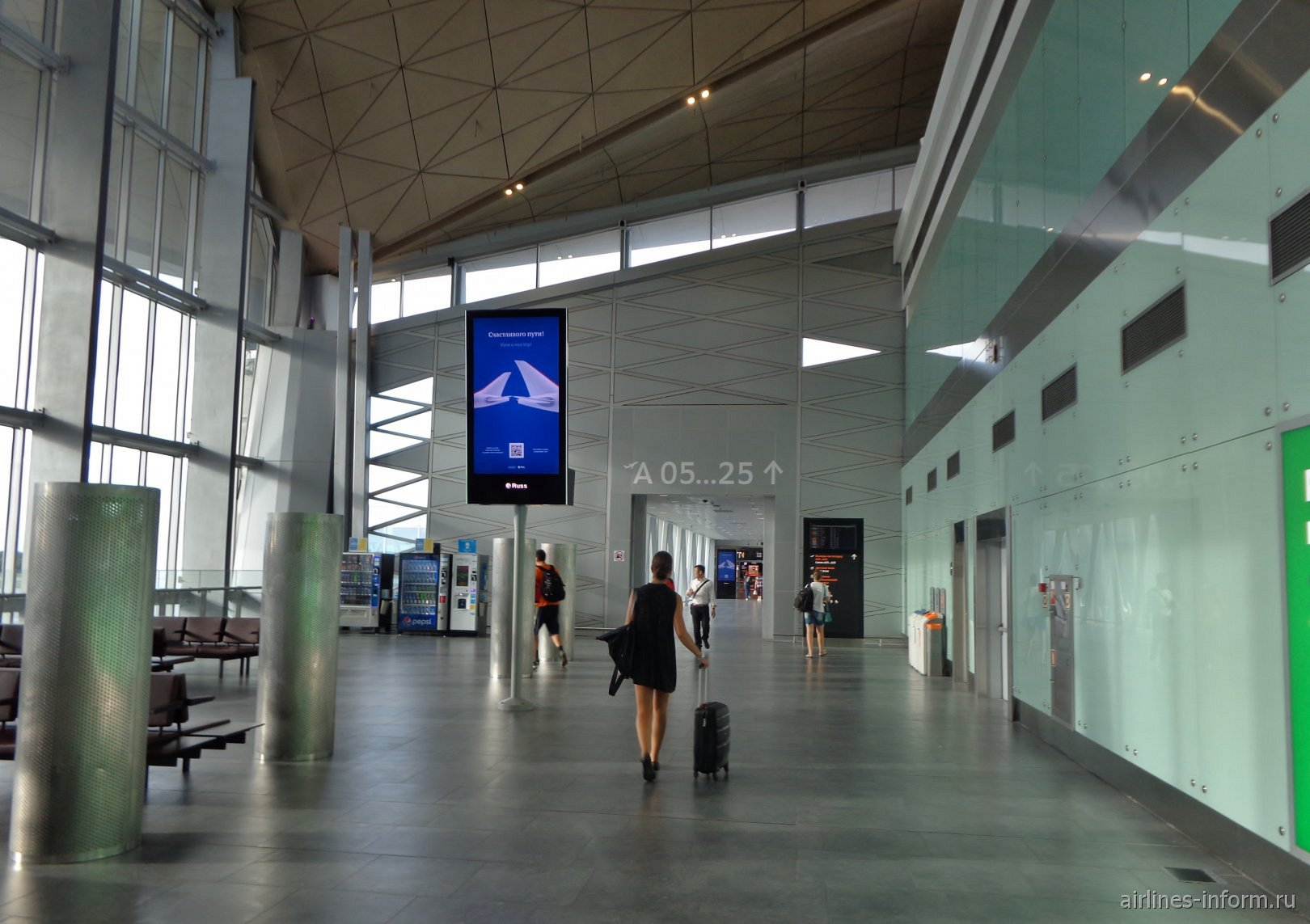 У входа в посадочную галерею международных вылетов в аэропорту Пулково