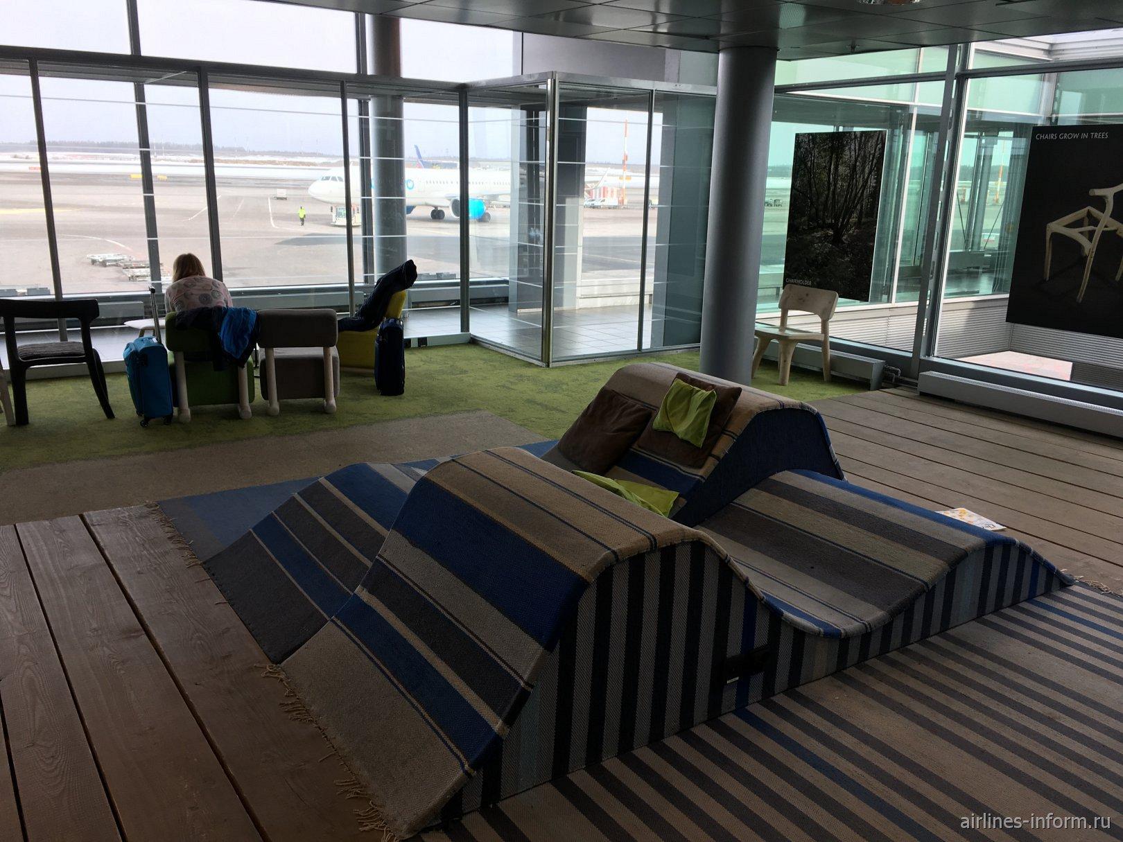 Тихий зал ожидания в терминале 2 аэропорта Хельсинки Вантаа