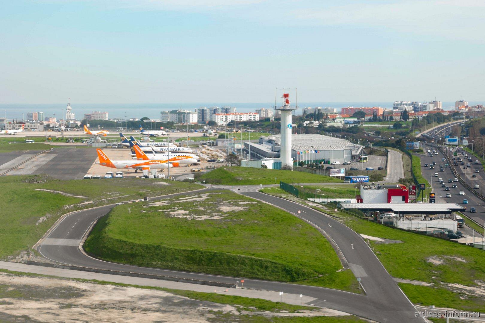 Вид на терминал Т2 бюджетных авиалиний в аэропорту Лиссабона