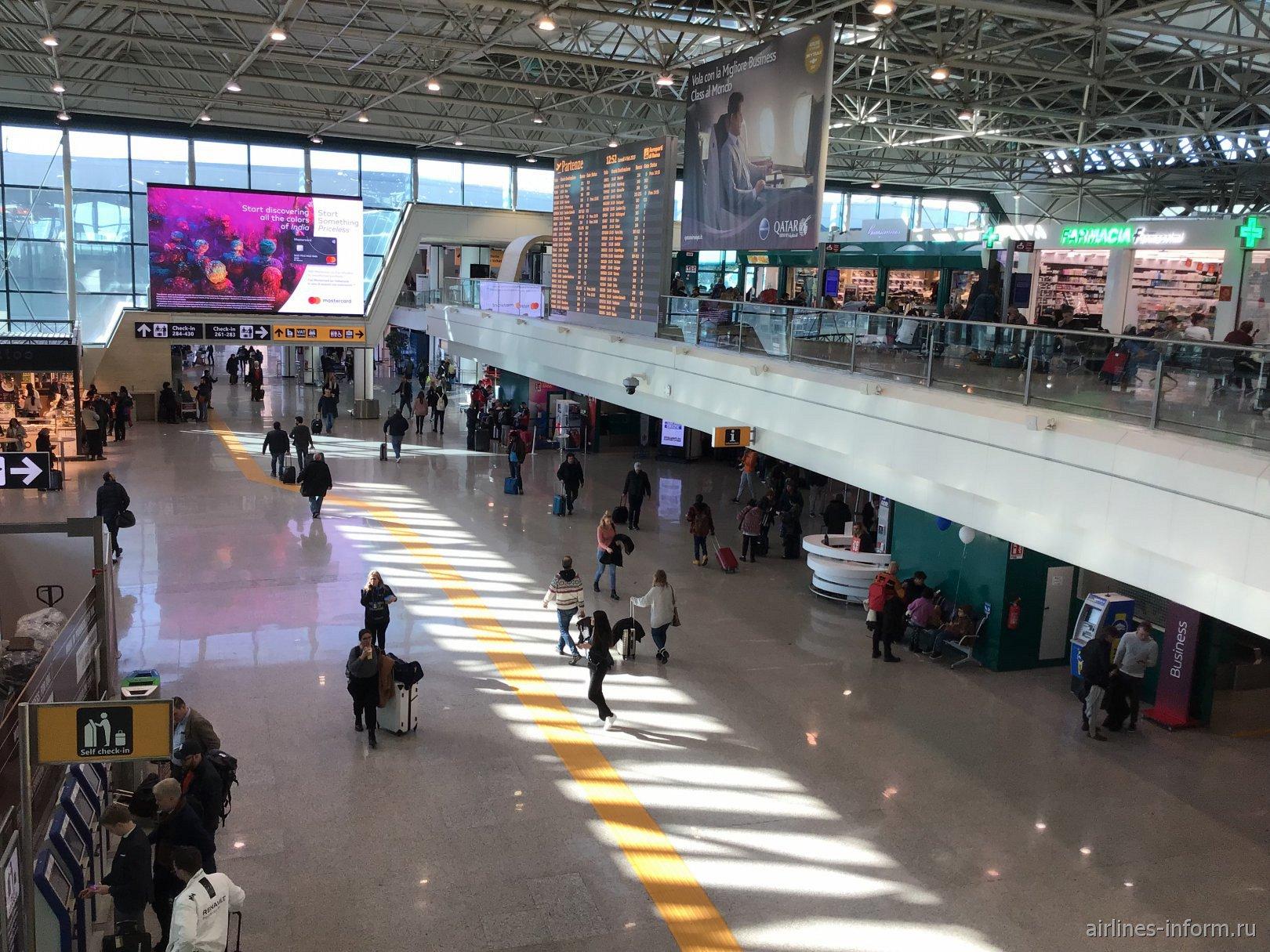 В пассажирском терминале аэропорта Рим Фьюмичино