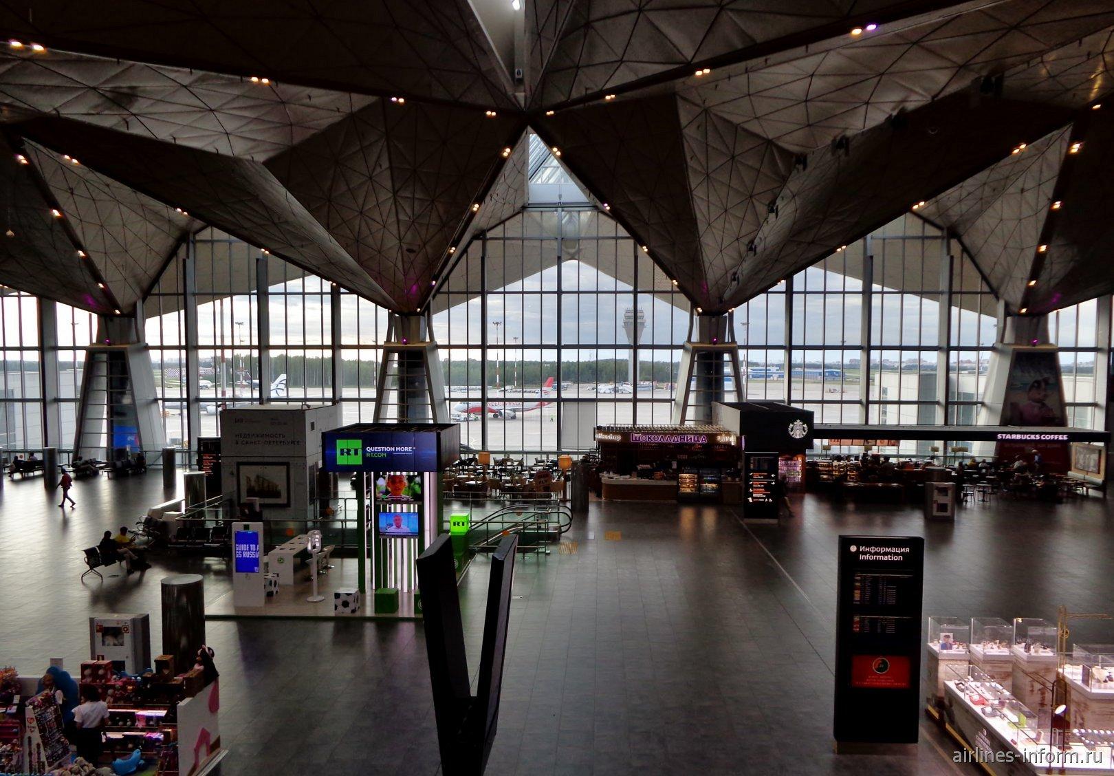 В чистой зоне международных авиалиний аэропорта Санкт-Петербург Пулково