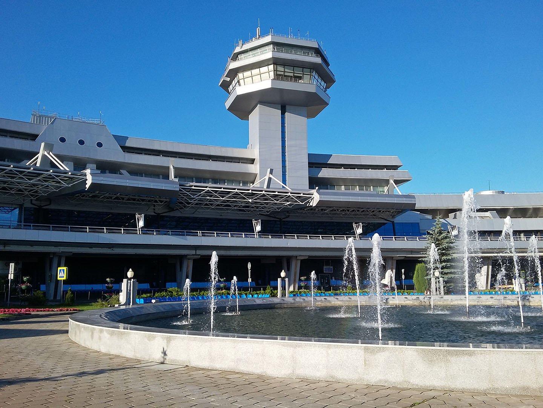 Фонтаны в аэропорту Минска