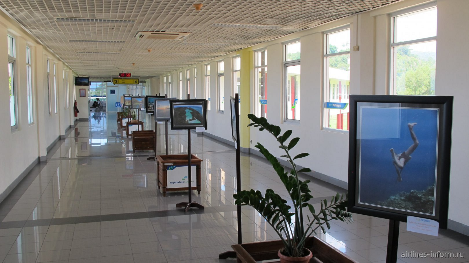 На втором этаже стерильной зоны аэропорта Паттимура