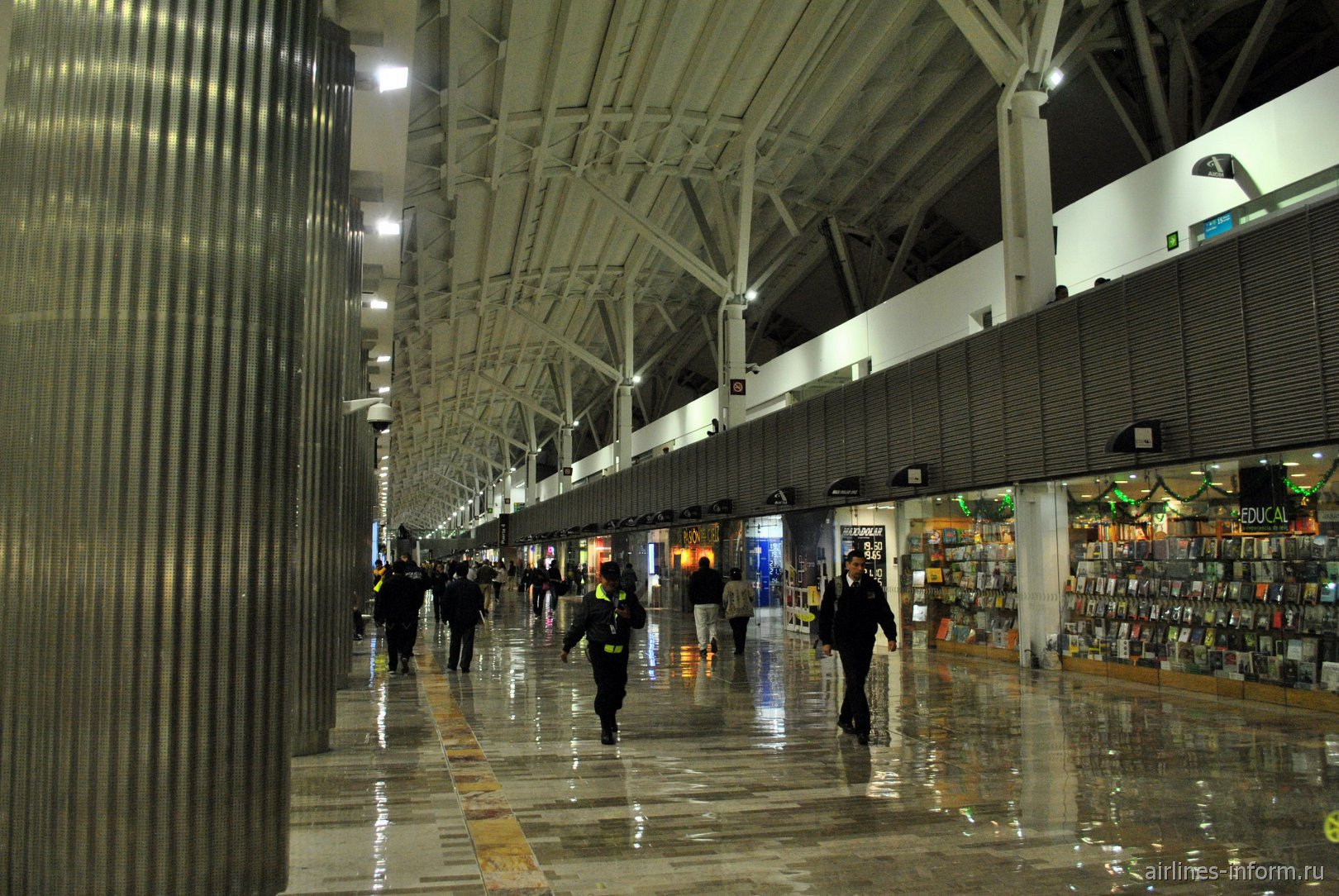 Переход в аэропорту Мехико Бенито Хуарес