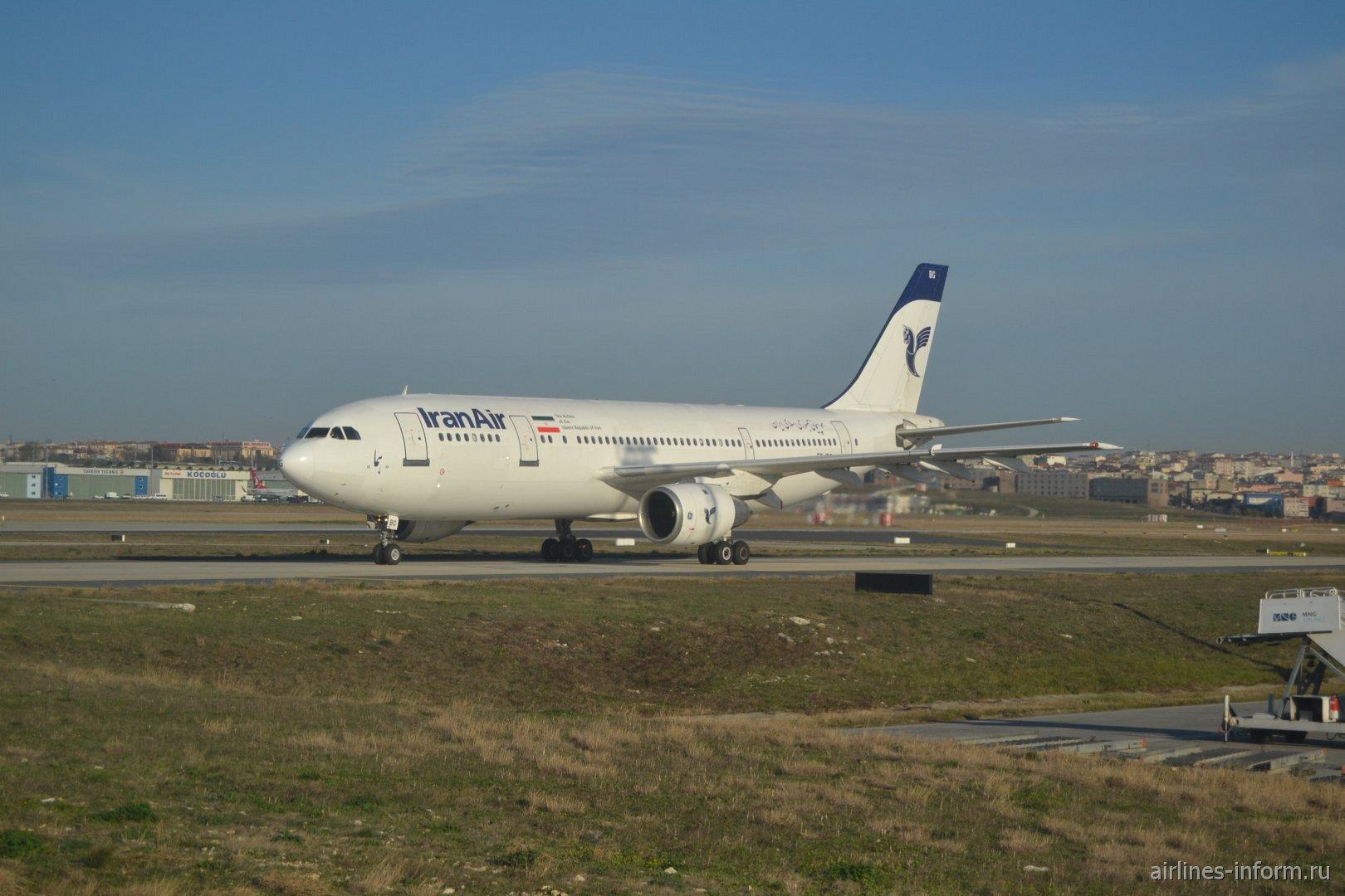 Самолет Airbus A300-600 авиакомпании Iran Air в аэропорту Стамбул Ататюрк