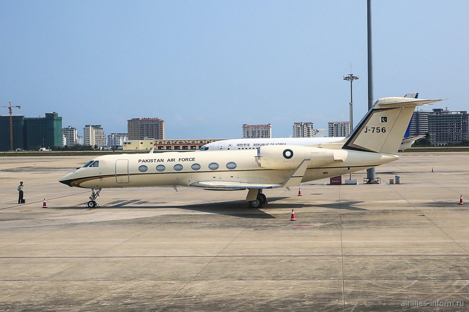 Самолет Gulfstream G450 номер J-756 ВВС Пакистана в аэропорту Феникс