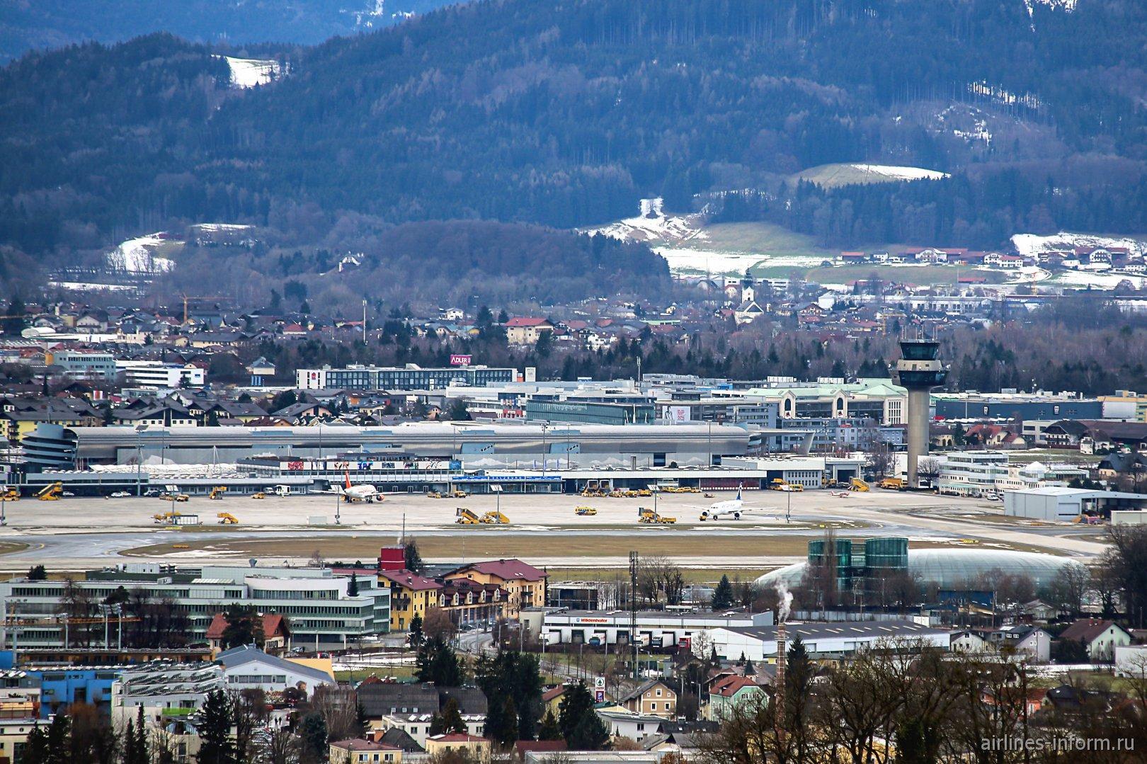 Перрон аэропорта Зальцбург имени Моцарта