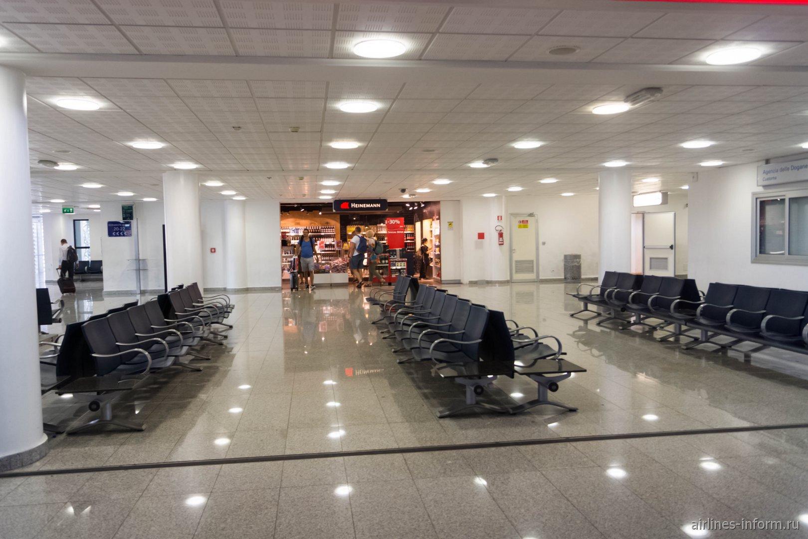 Накопитель для нешенгенских вылетов в аэропорту Катания-Фонтанаросса