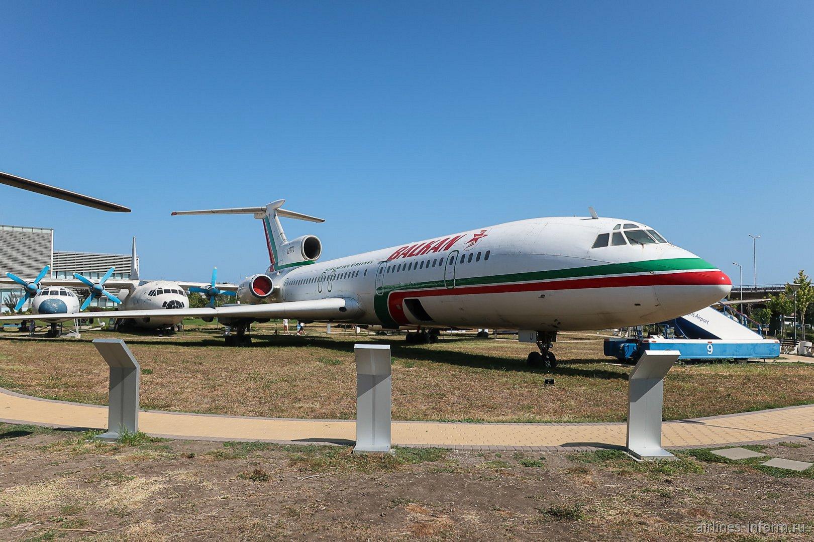 Авиалайнер Ту-154Б-2 LZ-BTU в авиационном музее аэропорта Бургас