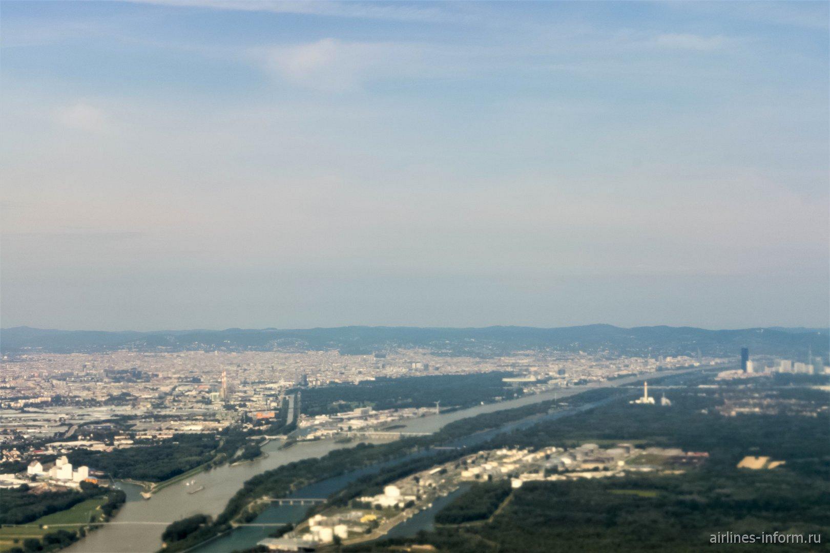 Вид на Вену после взлета из аэропорта Швехат